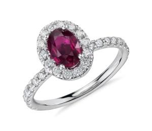 anello-di-fidanzamento-con-rubino-e-diamanti-blue-nile